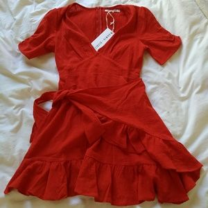 Line & dot red wrap dress